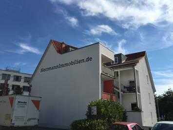 Schillerstrasse 2 - Schriftzug - HerrmannImmobilien.de